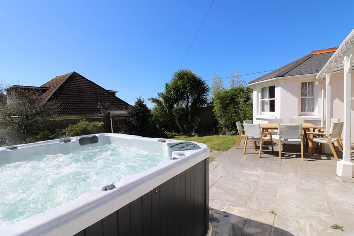 Hartland View Holiday Cottage Hot Tub