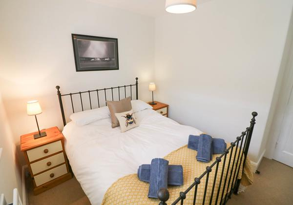 Hartland View Croyde Holiday Cottage Bumble Bee Bedroom