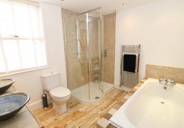 Hartland View Croyde Holiday Cottage Family Bathroom
