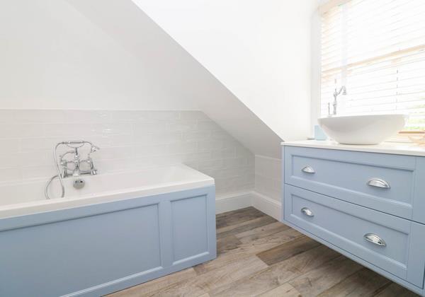 Hartland View Croyde Holiday Cottage Upstairs Bathroom