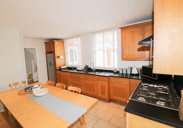Hartland View Croyde Holiday Cottage Kitchen