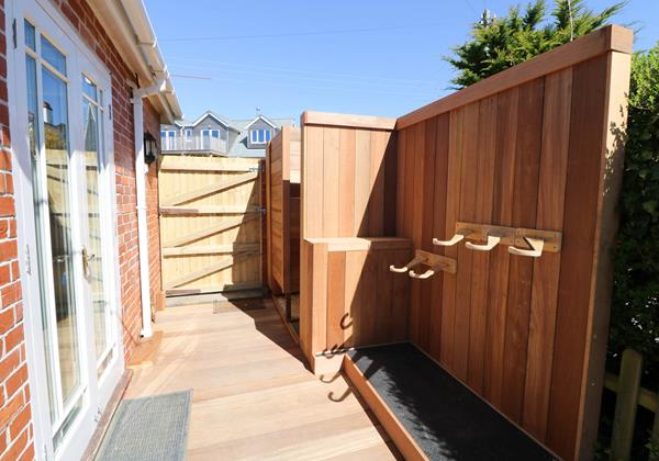 Heartland View Croyde Holiday Cottage Outdoor Shower