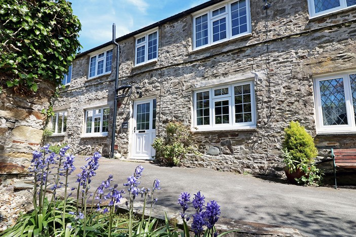 Fuchsia Croyde Holiday Cottage Front Exterior