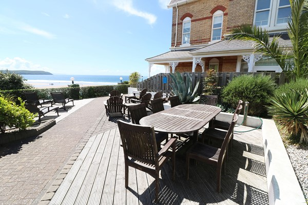 Hartland House Apartments Woolacombe Holiday Cottage Outside Table And Chairs