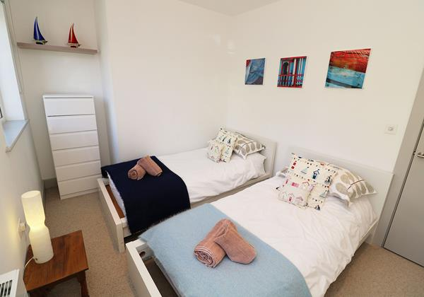 Woolacombe Holiday Cottages Long Beach House Twin Bedroom1