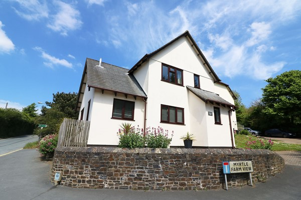 Croyde Holiday Cottage Summer House External