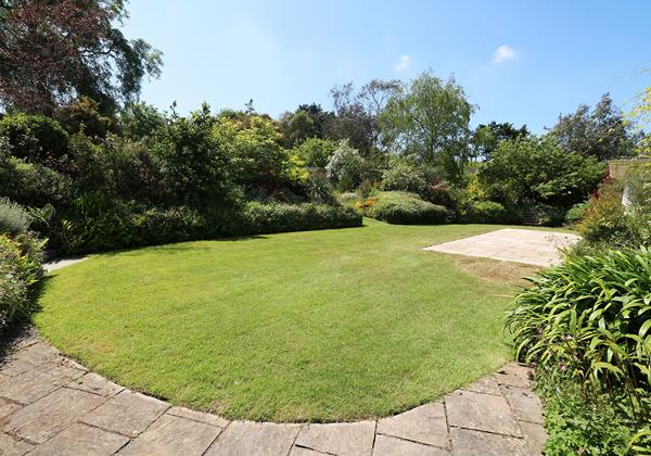 Langtrees Croyde Holiday Cottage Lawn