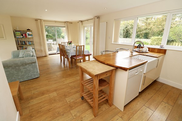 Croyde Holiday Cottages Pebbles Open Plan Dining Room Kitchen