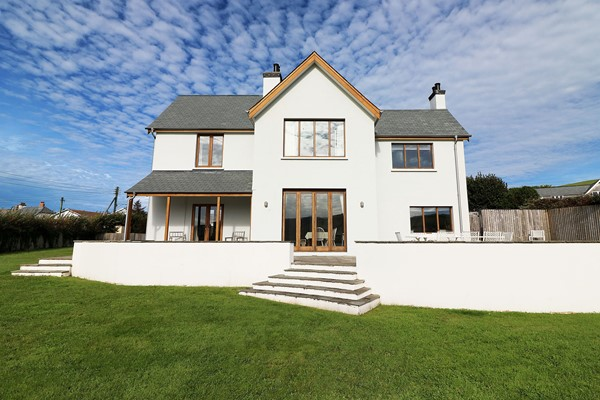 Broad De Croyde Holiday Cottages Front Face On