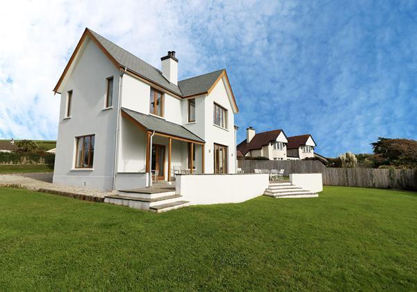 Broad De Croyde Holiday Cottages Front Left Side