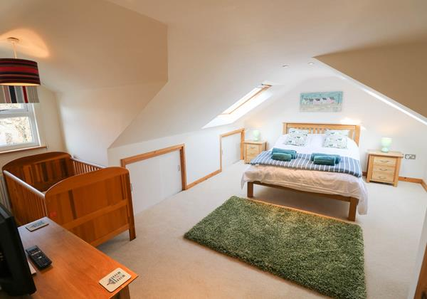 Hideaway Croyde Holiday Cottage First Floor Double Room With Cot
