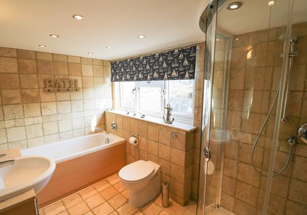 Hideaway Croyde Holiday Cottage Family Bathroom