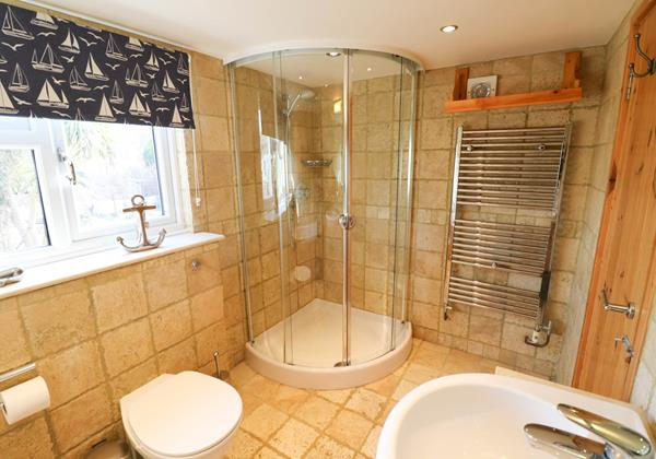 Hideaway Croyde Holiday Cottage Family Bathroom Shower