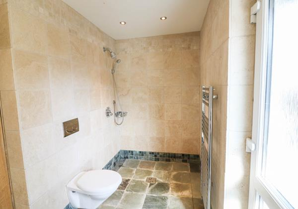 Hideaway Croyde Holiday Cottage Wet Room Downstairs