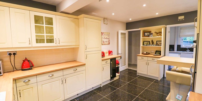 Blue Pearl Croyde Holiday Cottage Kitchen