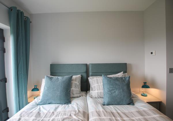 Mondos Croyde Holiday Cottage Bedroom 2 Zip Link