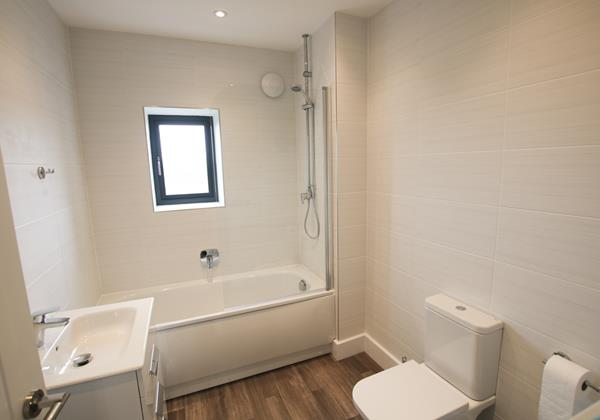 Mondos Croyde Holiday Cottage Family Bathroom
