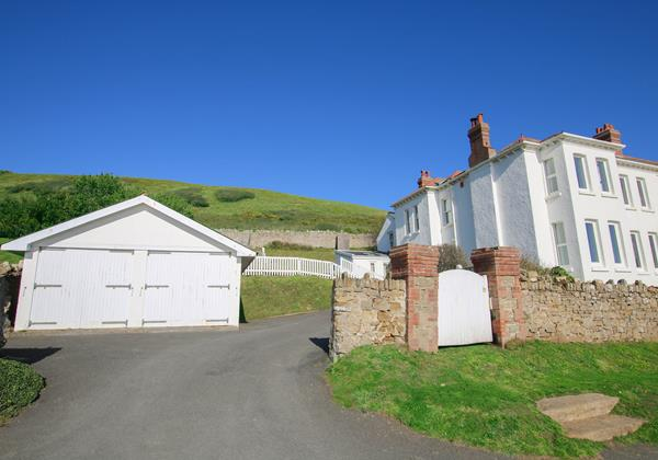 The White House Croyde Holiday Cottage