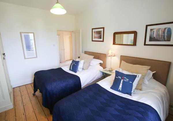 The White House Croyde Holiday Cottage Blue Twin Room