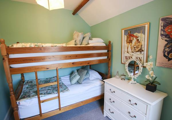 The White House Croyde Holiday Cottage Bunk Room