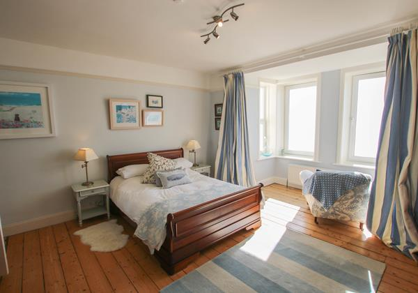 The White House Croyde Holiday Cottage Master Bedroom