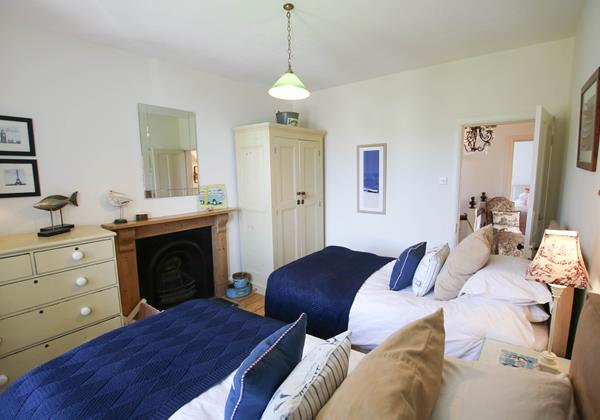 The White House Croyde Holiday Cottage Twin Room