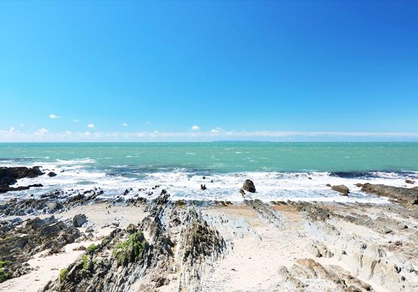 Croyde Bay Beach Rocks And Lundy