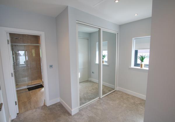 Sharlands Croyde Holiday Cottage Master Bedroom Dressing Room