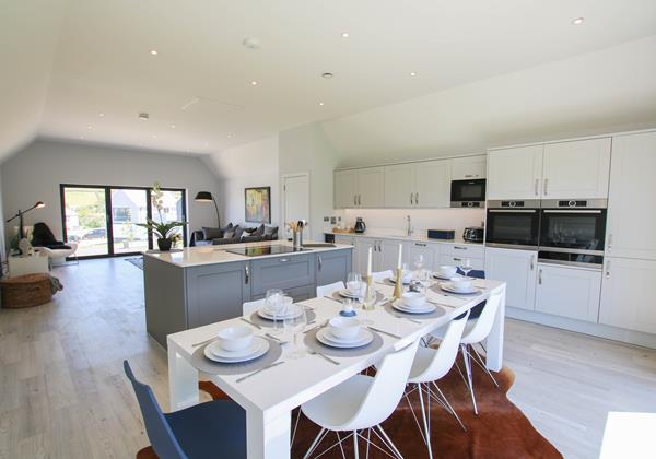 Sharlands 11 Croyde Holiday Cottages Dining To Kitchen Living