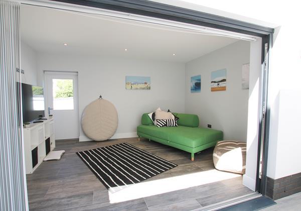 Sharlands 11 Croyde Holiday Cottages Garden Room 2
