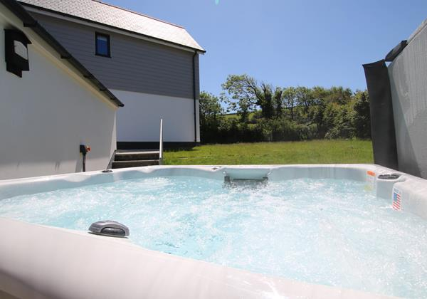 Sharlands 11 Croyde Holiday Cottages Hot Tub