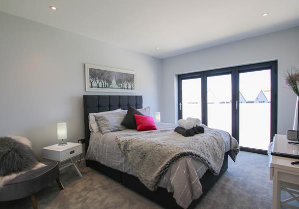 Sharlands 11 Croyde Holiday Cottages Master Bedroom