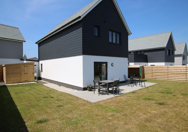 Trasona Croyde Holiday Cottages Garden With Outdoor Furniture