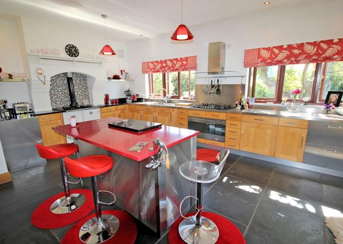 The Lindens Croyde Holiday Cottages Contemporary Well Equipped Kitchen