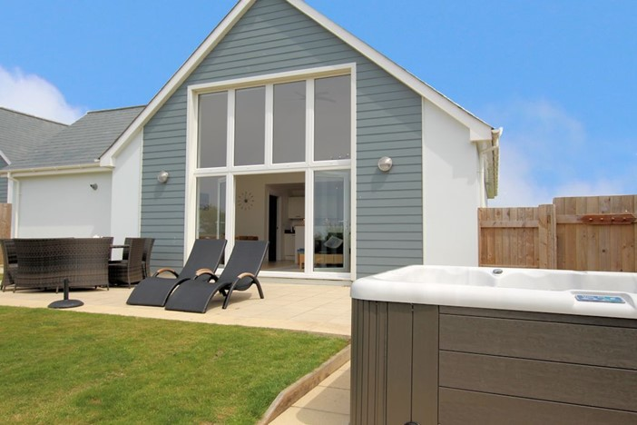 Skylark Woolacombe Holiday Cottages Hot Tub