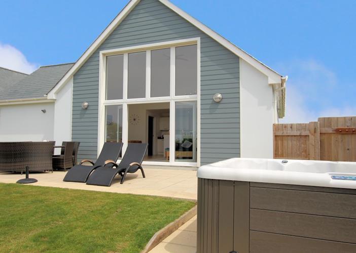 Skylark Woolacombe Holiday Cottages Hot Tub